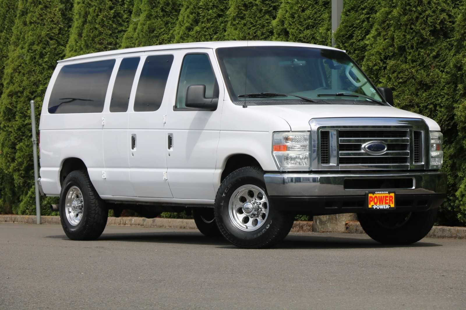 Pre-Owned 2008 Ford Econoline Wagon XLT
