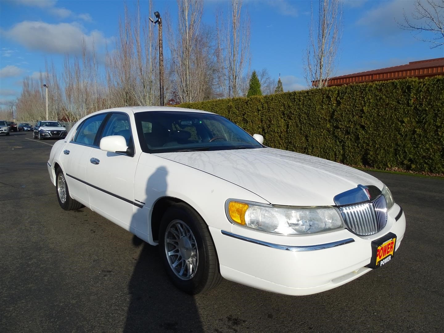 Pre-Owned 2001 Lincoln Town Car Signature